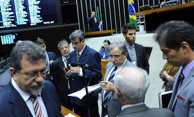 Congresso para atividades após morte de Campos; deputados lamentam perda