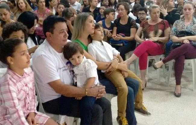 Missa lembra 30 dias da morte do cantor Cristiano Araújo