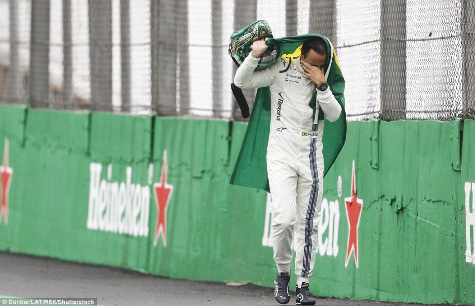 'Saio de cabeça erguida e com o coração apertado', afirma Felipe Massa