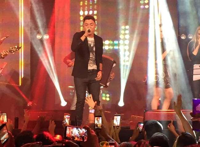 Veja fotos e vídeo do show de estreia do cantor Felipe Araújo