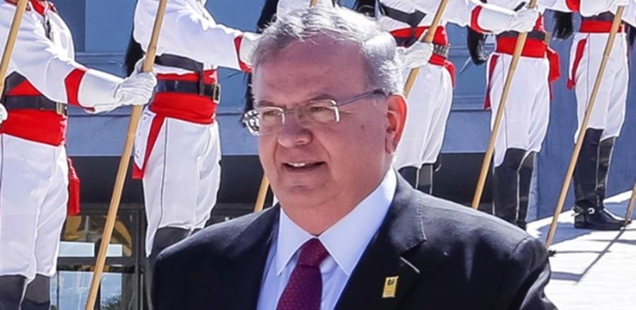 Corpo de embaixador grego percorreu mais de 300 km antes de ser carbonizado