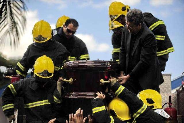 Corpo de Fernandão é enterrado em cemitério de Goiânia