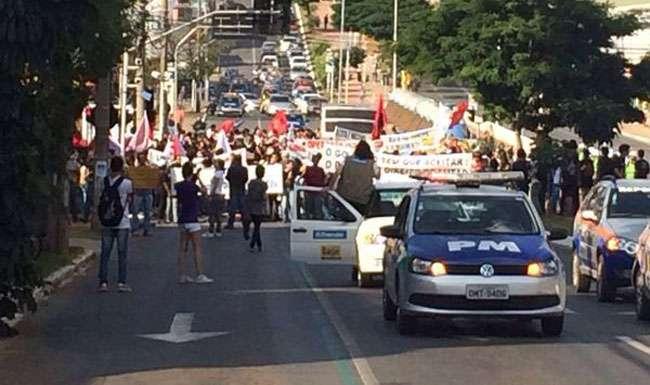 Estudantes fazem protesto no centro de Goiânia