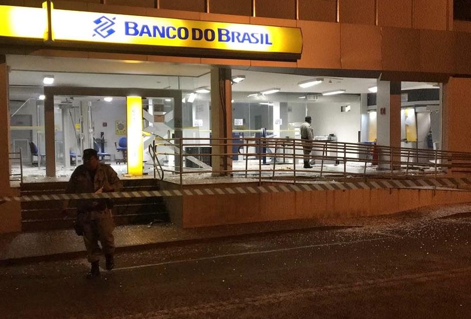 Agência bancária é explodida em Buriti Alegre