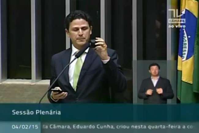 """Deputado reproduz áudio de Dilma com """"falsas"""" promessas e causa indignação de petistas"""