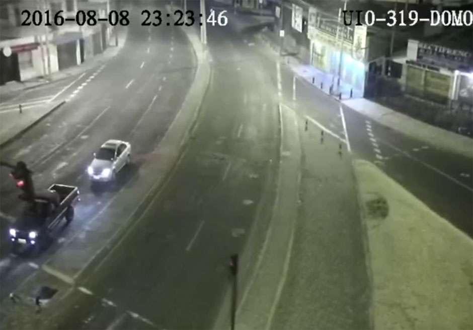 Terremoto de 4,7 graus a pouca profundidade abala Quito; assista o vídeo