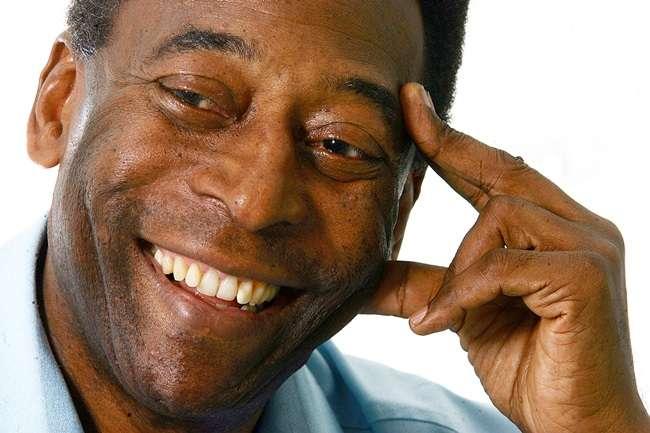 Pelé exibe bom humor em UTI e reage bem a antibióticos