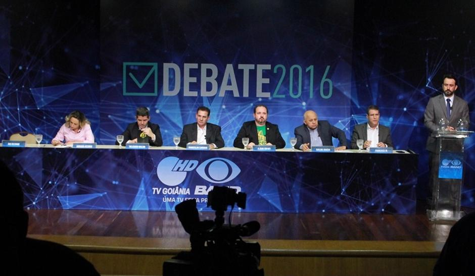 Candidatos a prefeito se enfrentam em primeiro debate de TV sem Iris