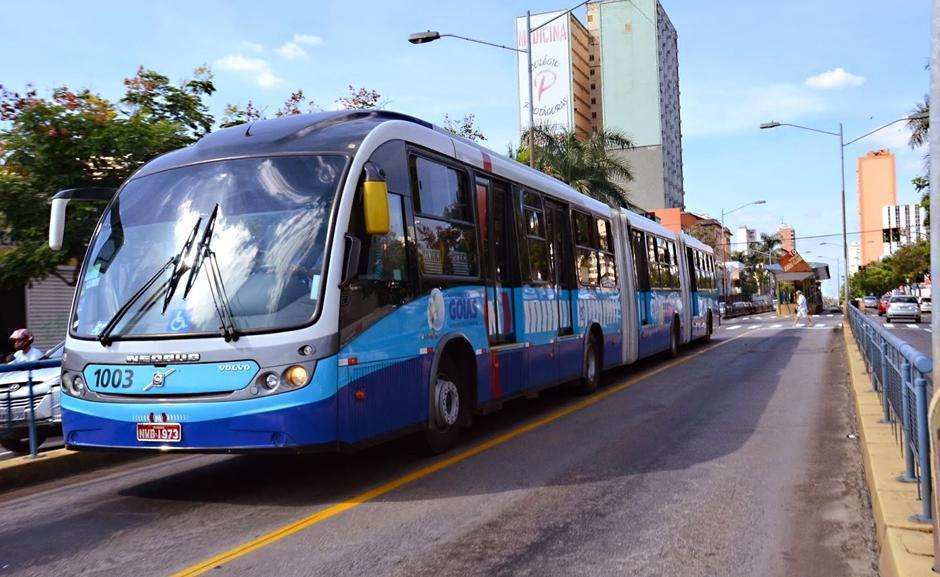 Manifestantes impedem a saída dos ônibus do Eixo Anhanguera na manhã desta sexta-feira (30)