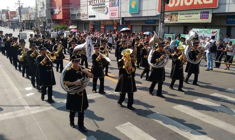 Avenida 24 de Outubro é palco do desfile de comemoração dos 82 anos de Goiânia