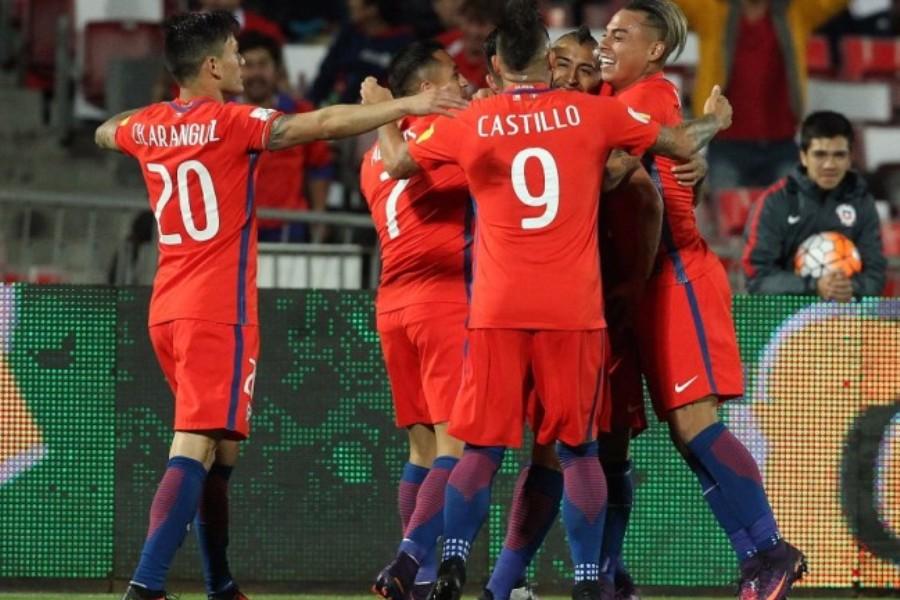 Com dois gols de Vidal, Chile ganha do Peru e renasce na luta por vaga na Copa
