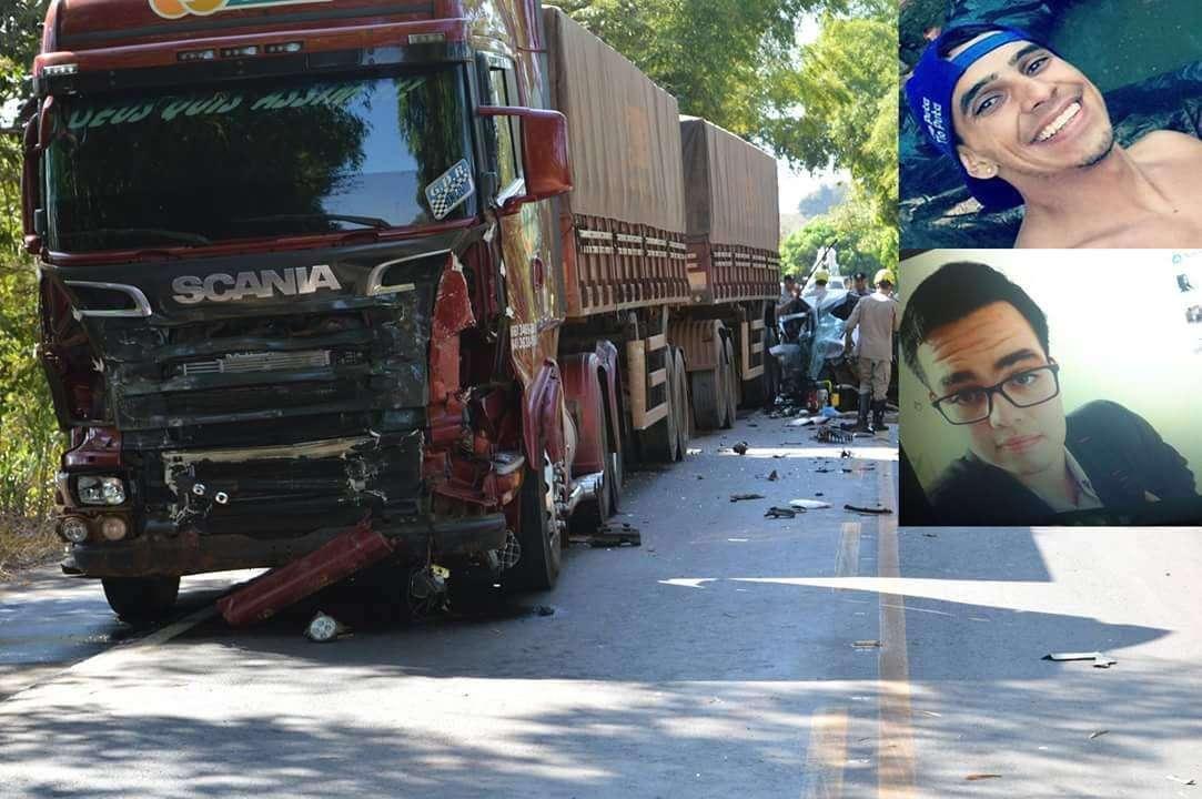 Dois jovens morrem em acidente envolvendo um carro de passeio e três carretas na GO-060