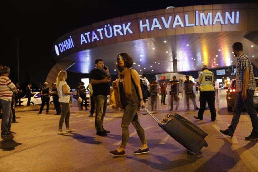 Dois dos três terroristas que cometeram atentado em aeroporto na Turquia são identificados