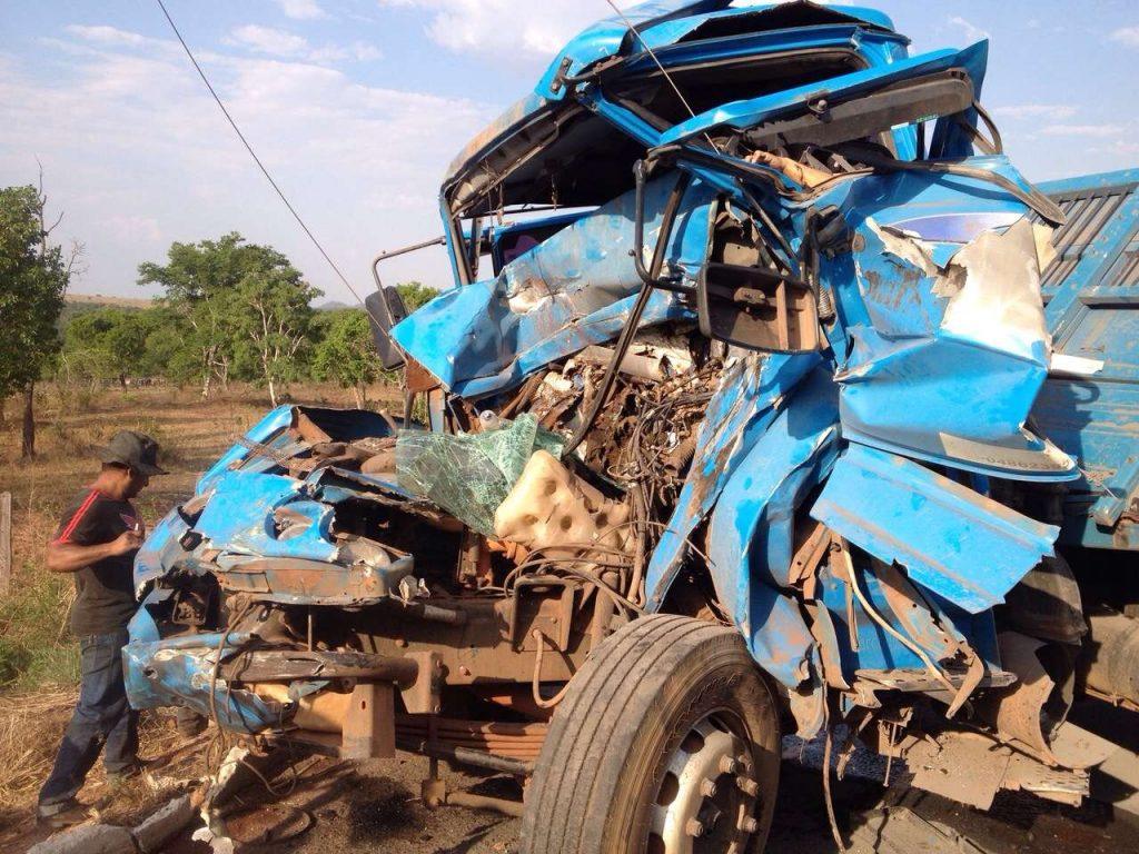 Motorista de caminhão morre em acidente no trevo de Caiapônia