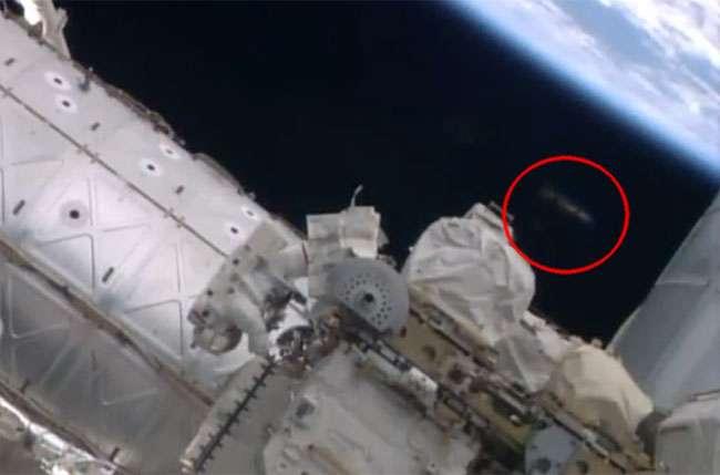 Suposto óvni aparece em imagem divulgada pela Nasa do espaço