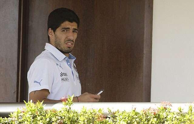 Suárez está fora da Copa; uruguaio é suspenso por 9 jogos