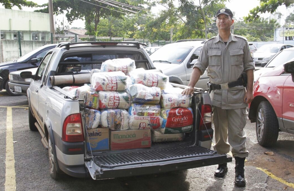 PM faz aniversário solidário e arrecada 1 tonelada de alimentos