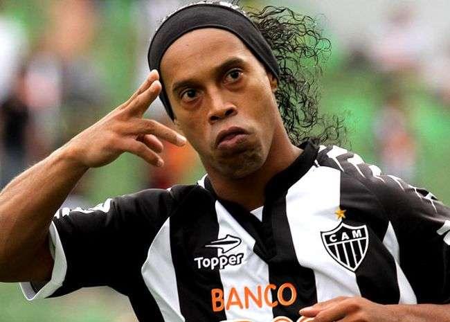 Santos diz não negociar a contratação de Ronaldinho