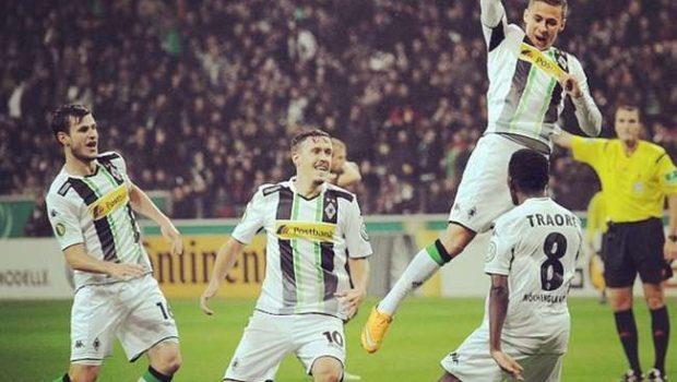 Mönchengladbach vence e assegura 3º lugar do Alemão