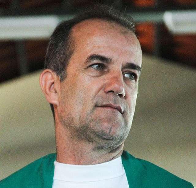 """""""Eu não sou funcionário fantasma"""", diz Padre Luiz Augusto"""