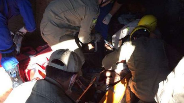 Mulher é resgatada após ser encontrada com um tiro no peito