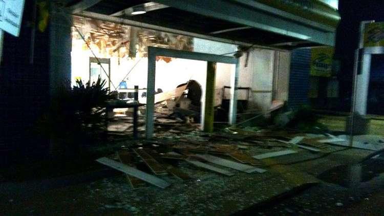 Quadrilha explode caixa eletrônico e troca tiros com a polícia, em Doverlândia