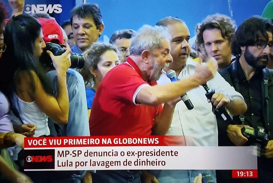 MP de São Paulo denuncia Lula por lavagem de dinheiro