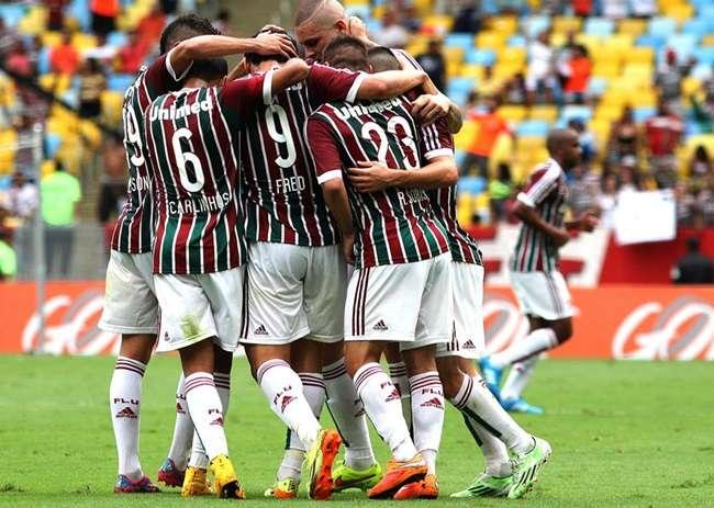 Corinthians é goleado pelo Flu e ainda não garante vaga
