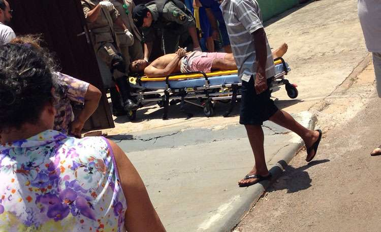 Dois homens foram mortos e dois foram baleados dentro de uma casa no Jardim Brasil, em Goiânia