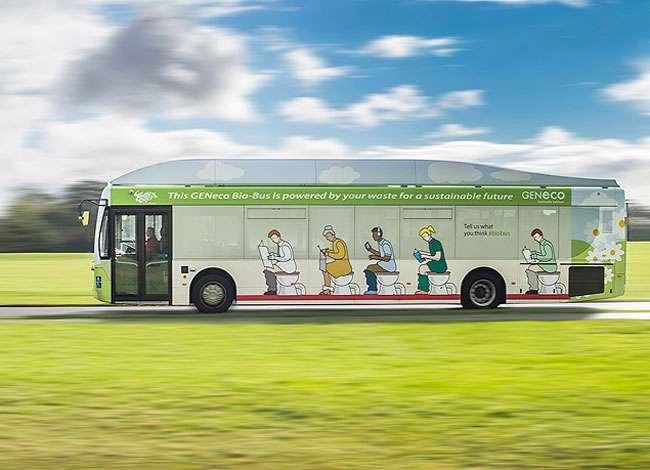 Ônibus movido a cocô humano transporta passageiros diariamente na Inglaterra