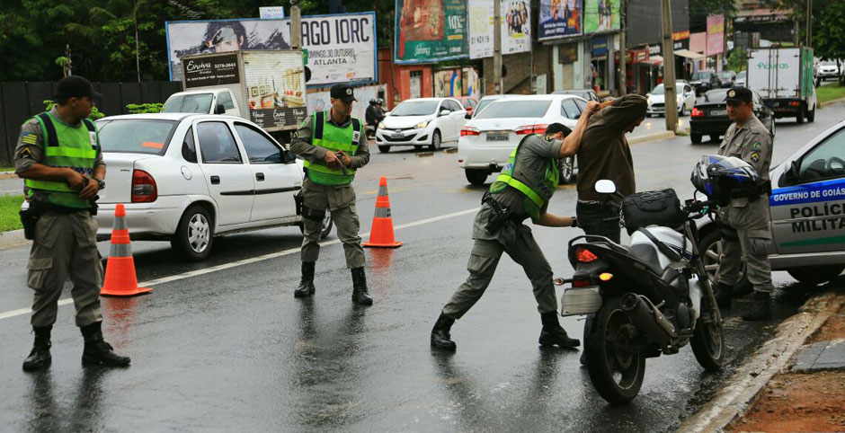 Operação da PM retira armas, drogas e criminosos da ruas da Capital e região metropolitana