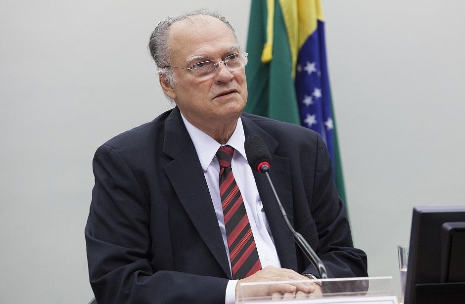 Roberto Freire é nomeado ministro da Cultura