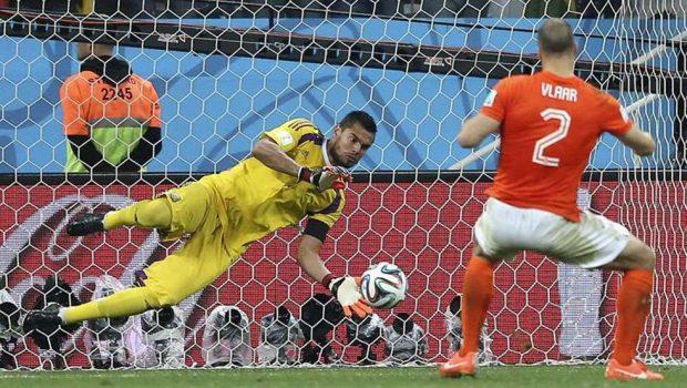 Nos pênaltis, Argentina elimina Holanda e vai à final