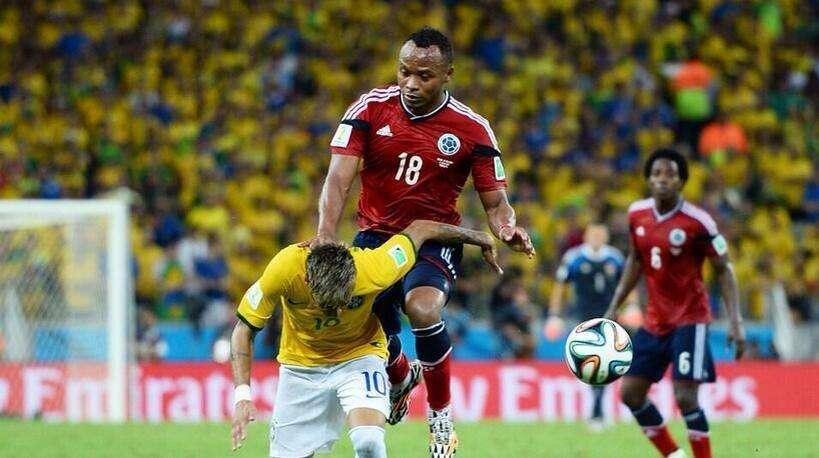Fifa rejeita punir lateral que tirou Neymar da Copa