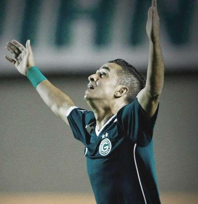Titular absoluto no Goiás, Esquerdinha comemora boa fase