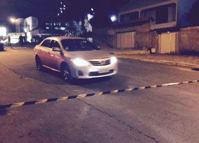 Bandido rouba carro, atira contra policiais da Rotam e é baleado