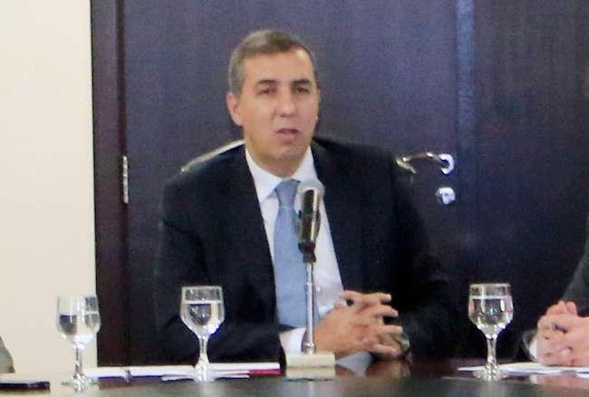 Governador em exercício oficializa medidas de contenção de gastos