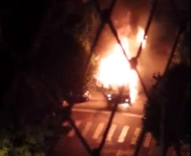 Caminhão pega fogo em rua do Setor Oeste