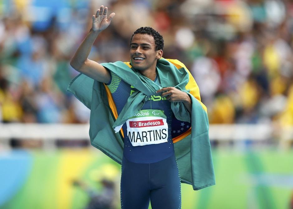 Daniel Martins quebra recorde mundial e fica com o ouro nos 400m