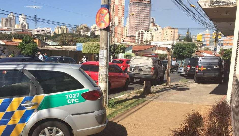 Assaltante de joalheria é morto em troca de tiros com a PM, em Goiânia