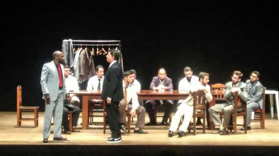 Cia de Teatro Gustav Ritter apresenta 12 Homens e Uma Sentença