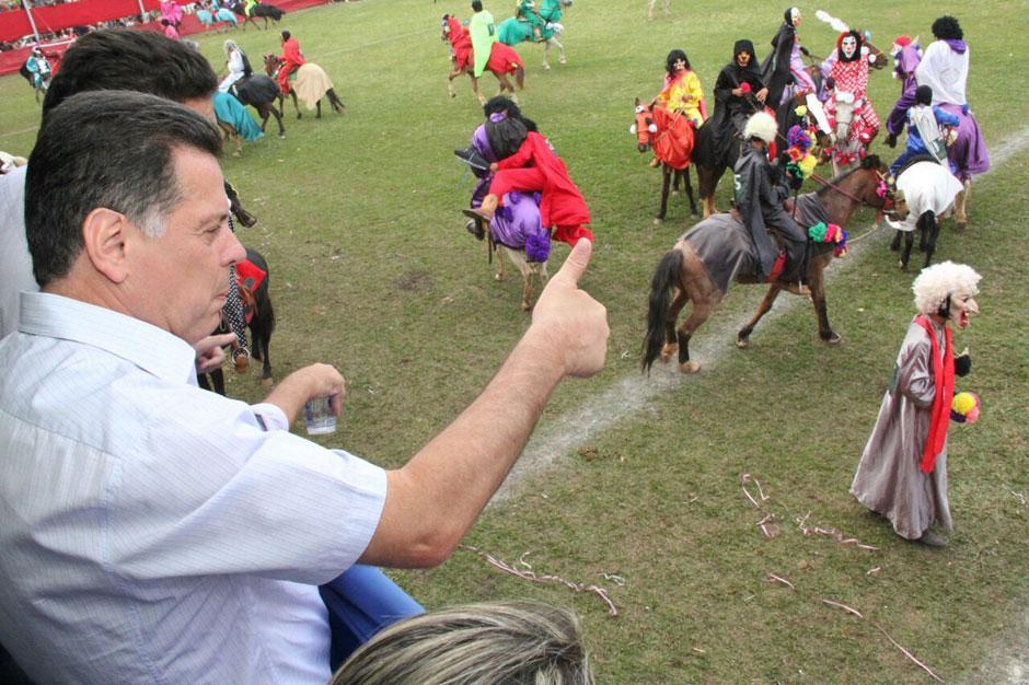 """""""É uma cultura goiana que deve ser preservada"""", diz Marconi nas Cavalhadas de Corumbá"""