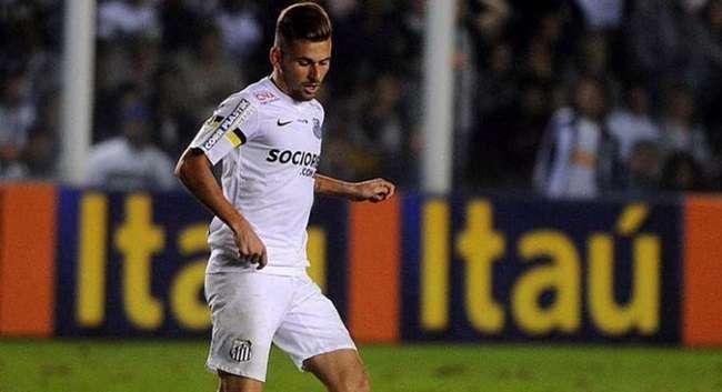 Inter vence o Santos em casa e assume o terceiro lugar
