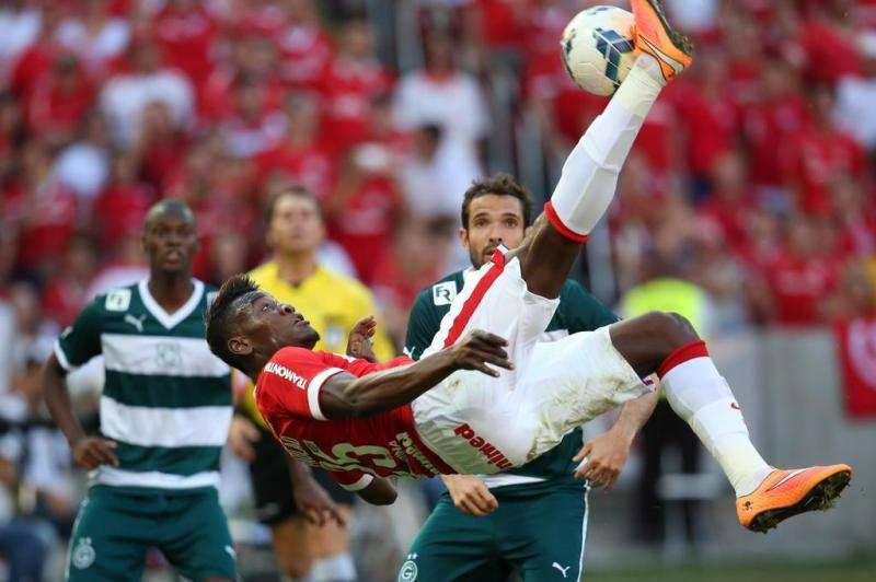 Goiás sofre gol no fim e perde para Inter