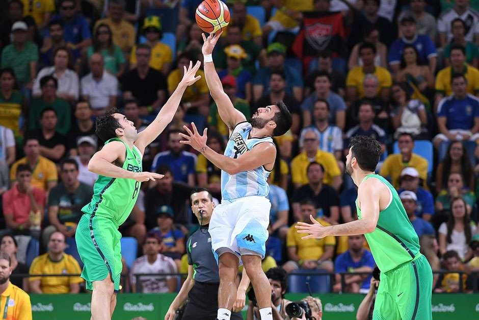 Após duas prorrogações, Argentina vence e complica o Brasil no basquete masculino