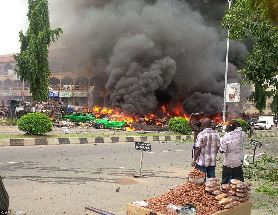 Explosão deixa mortos em shopping em Abuja, na Nigéria