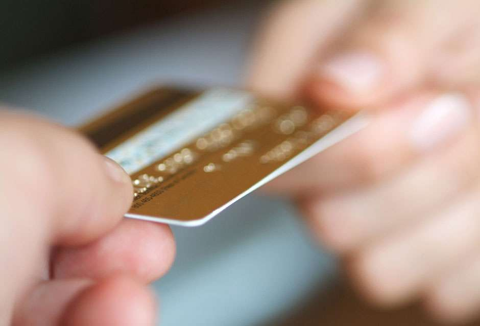Procon esclarece sobre cobrança indevida de cartão de crédito