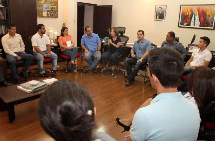 Raquel Teixeira fala a conselheiros tutelares sobre a gestão compartilhada