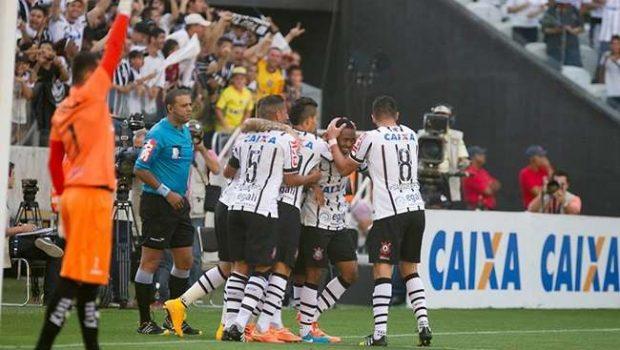 Corinthians bate Criciúma, mas fica em 4º no Brasileiro