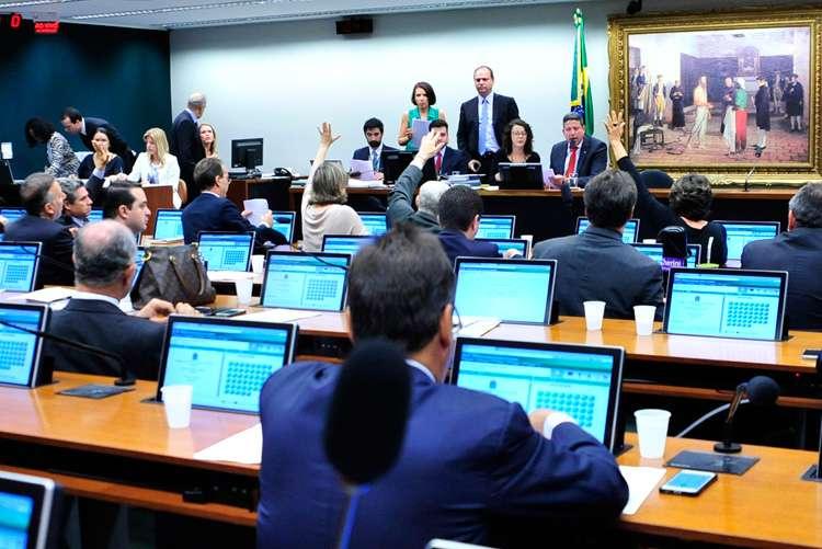 Redução da maioridade penal é aprovada na CCJ